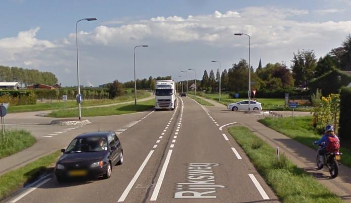Kruising Oude Rijksweg met de Stationsweg in Kruiningen.