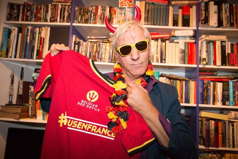 Rick De Leeuw in Rode Duivels-outfit