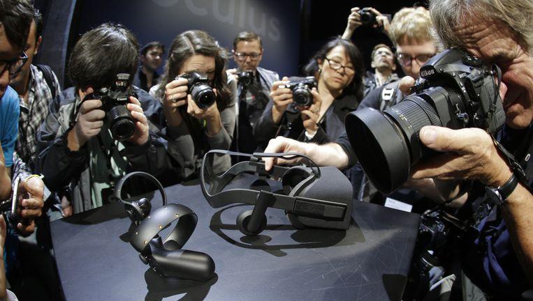 Veel belangstelling bij de lancering van een virtualrealitybril van Ocolus Rift deze zomer in San Francisco. Beeld null