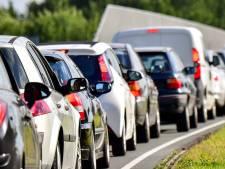 Enorme file op A27 vanuit Breda richting Gorinchem na ongeluk met vrachtwagen