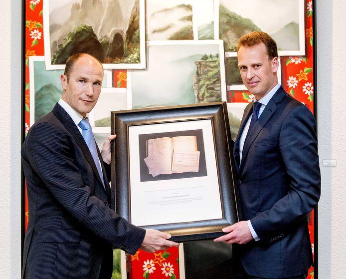 Frank Elderson (L) met Jos van Leeuwen (R).