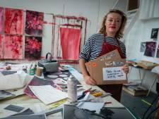 Arnhemse kunstenares Anook geeft elke dag een werk weg: 'Ik was zo chagrijnig'