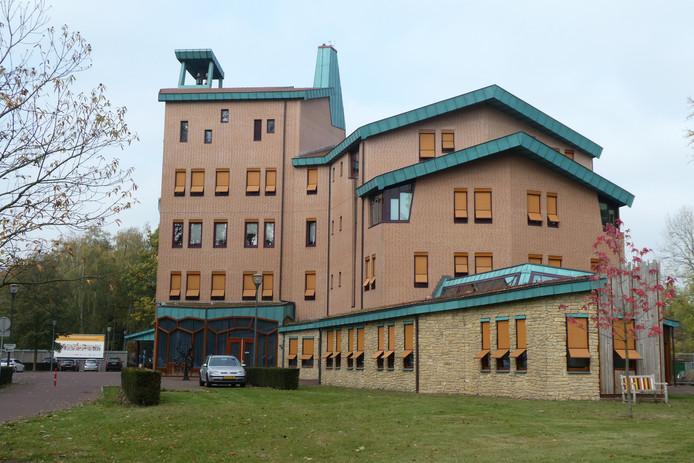 In het gemeentehuis van Sint-Michielsgestel wordt de nieuwe multifunctionele accommodatie De Meander gebouwd.