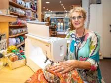 Einde van een tijdperk: kleermaker Joke Pouwels stopt met stoffenzaak in Goes