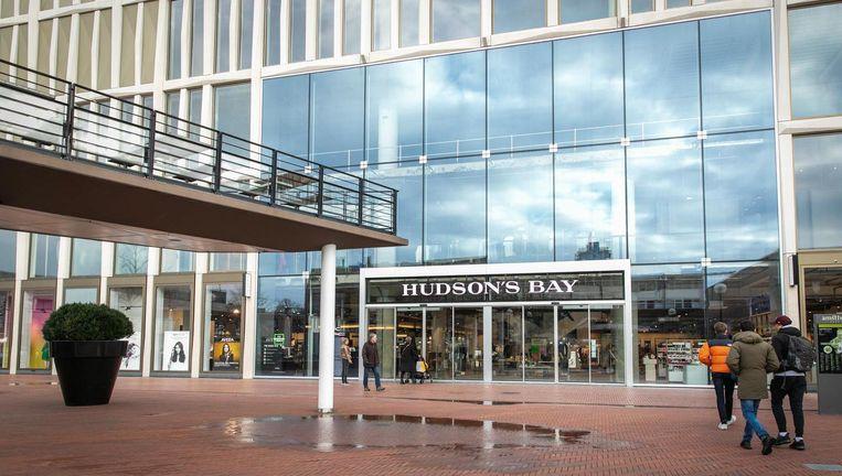 Hudson S Bay.Moederbedrijf Hudson S Bay Sluit Vanwege Verliezen Het