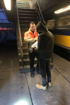 ProRail gaat af op melding van aanrijding trein met metaal; vindt ook nog een 'sportende' man in spoortunnel
