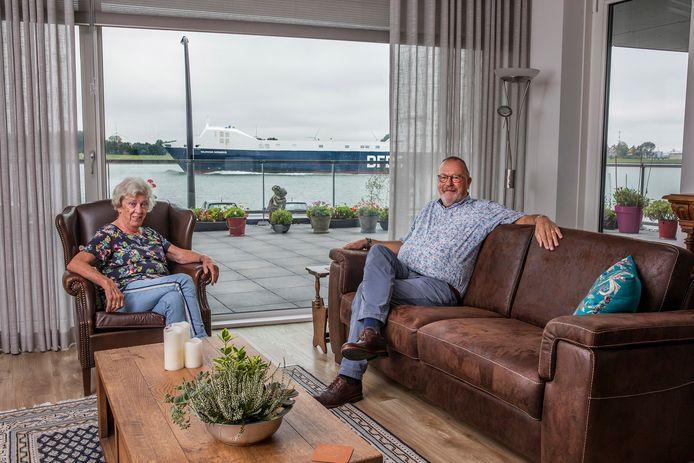 Ton en Trudy van Holsteijn wonen in 'een penthouse op de begane grond' in Maassluis.