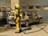 Auto's uitgebrand pal voor deur vuurwerkbedrijf Oss