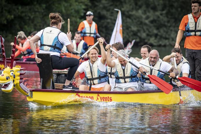 OLDENZAAL - Op het Hulsbeek werd zaterdag voor de eerste keer een Drakenbootrace gehouden.