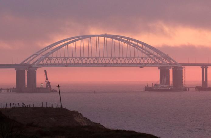 de door Rusland gebouwde verbinding over de straat van Kertsj, die het Russische vaste land en de in 2014 geannexeerde Krim verbindt en de zee van Azov afsluit.