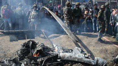 Pakistan haalt twee Indiase toestellen neer, leger houdt één piloot vast