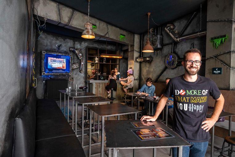 Zaakvoerder Alexandru Hul (26) wil van de Sint-Jacobsmarkt 'nerd-central' maken.