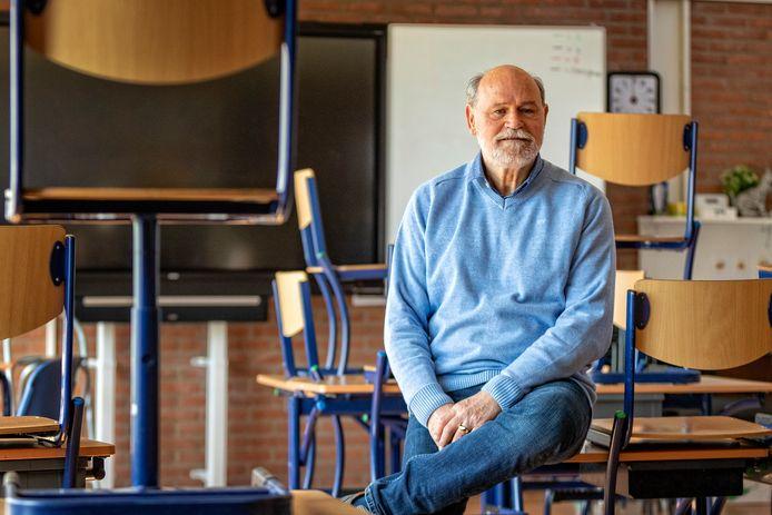 Portret van schooldirecteur Hans van Elburg van basisschool De Hofvijver.