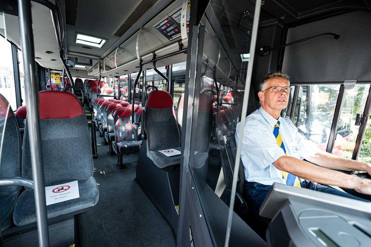 Een kuchscherm in een bus in Eindhoven. Beeld ANP