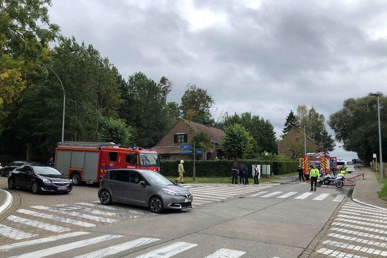 De brand situeerde zich aan de achterzijde van het huis tegenover de Kruiskoutermolen in Mere.