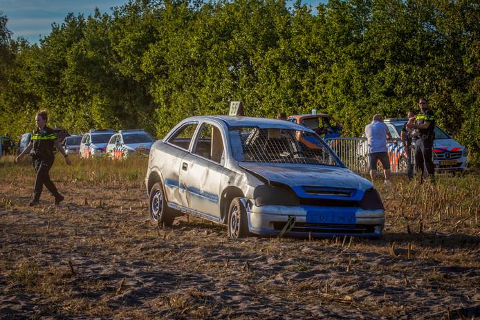 Tijdens de autocross in Leende reed een crosser in op het publiek.
