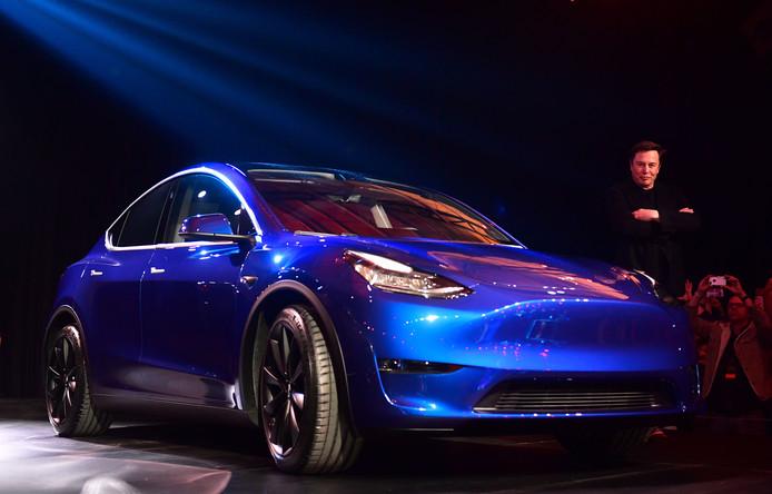Tesla-topman Elon Musk onthult vol trots de nieuwe Tesla Model Y in Hawthorne, Californië