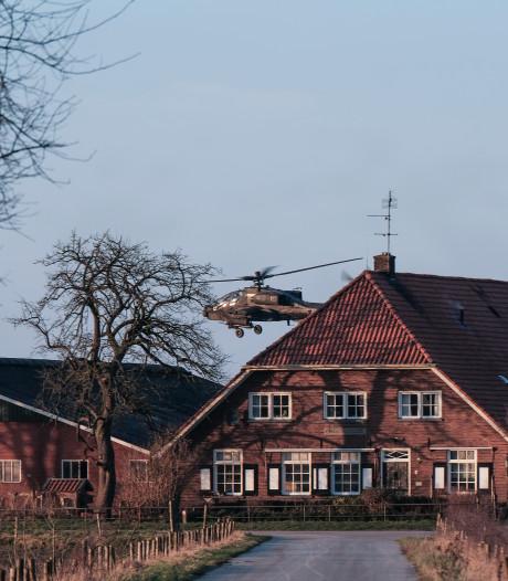 Defensie keert schadevergoedingen uit na laagvliegoefening legerheli's in Oost-Nederland