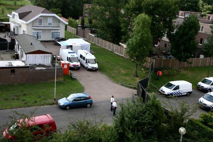 Politie verricht in 2010 sporenonderzoek bij de woning van de ouders van Danny Gubbels.