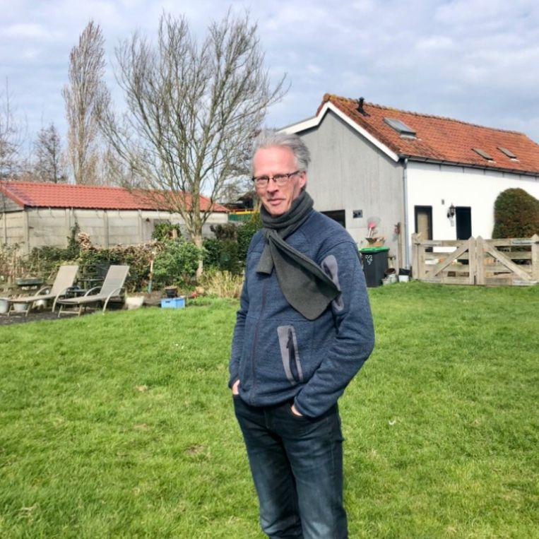 Gerhard Hormann voor zijn huis. Beeld Margriet Oostveen