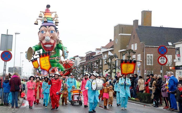 Laatste carnavalsoptocht in Sas van Gent dateert al van 2019, die van februari dit jaar kon door het stormachtige weer niet doorgaan, wat altijd nog altijd zeer doet in Betekoppenstad.