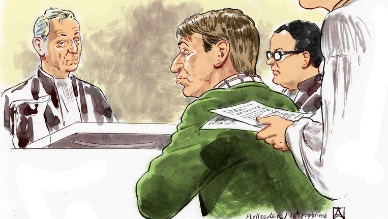 Rechtbanktekening van Willem Holleeder (M) met zijn advocaten in september tijdens de 13e pro-forma zitting in de rechtbank van Amsterdam. Beeld ANP