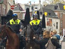 Politie druk met niks op Korenmarkt tijdens Vitesse-Feyenoord