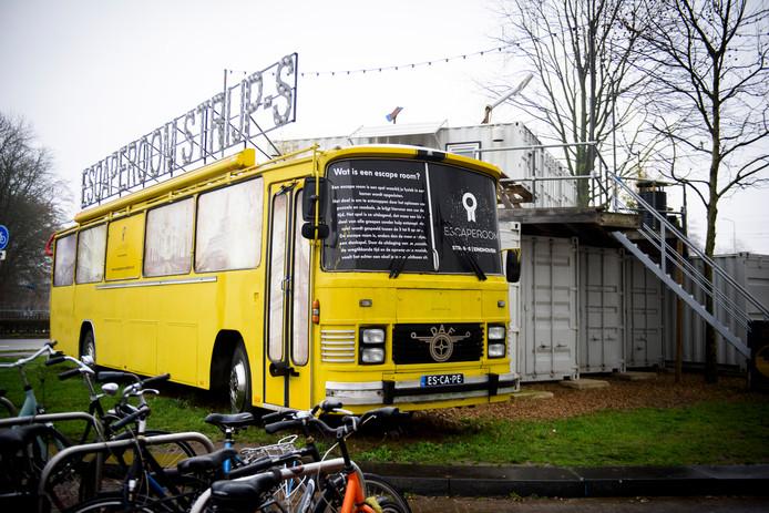 Eindhoven - De zes escape rooms op Strijp-S -aan de voet van het Klokgebouw- zijn ondergebracht in een oude bus en een aantal zeecontainers.