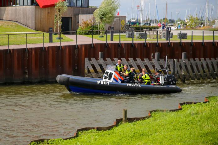 Door harde wind sloegen meerdere kano's om in de Biesbosch.