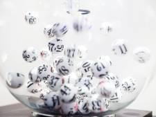 """Elle remporte le jackpot et supprime les messages de la loterie: """"Je croyais qu'il s'agissait d'arnaques"""""""