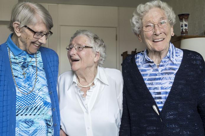 Dinie Overbeek , Dini Keuper en Lien Koebrugge zijn alle drie 97 jaar oud, wonen alle drie in Woon & Zorgcentrum Herfstzon in Goor, en zijn gezworen vriendinnen.