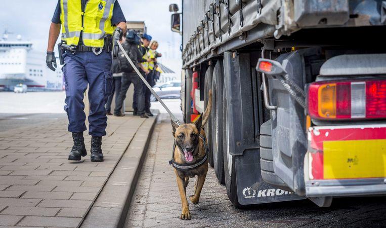 Archieffoto: controle van vrachtwagens bij de grens.  Beeld ANP, Lex van Lieshout