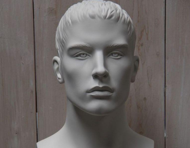 Een mannelijk hoofd. Prijs: 25 euro.
