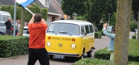 Maren-Kesselse schoolverlaters blij met ereronde door het dorp
