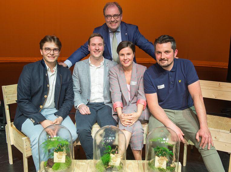 De laureaten van de Ondernemersaward met burgemeester Christoph D'Haese.