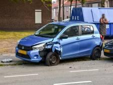 Automobilist ramt geparkeerde auto's in Tilburg en moet gewond naar ziekenhuis