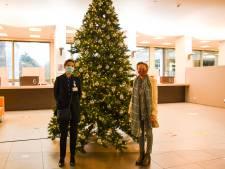 Havenbedrijf schenkt als bedanking kerstbomen aan ziekenhuizen