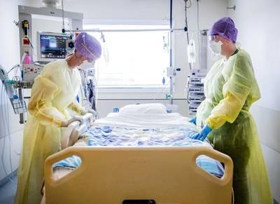 ziekenhuizen-gered-dankzij-coronaregeling-van-%E2%80%98enkele-miljarden%E2%80%99-met-zorgverzekeraars