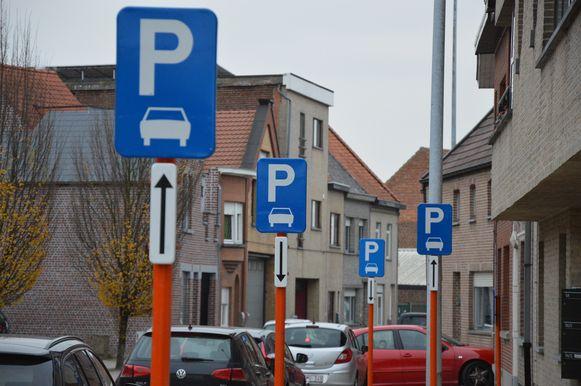 Ook in de Outerstraat werden parkeerborden aangebracht.