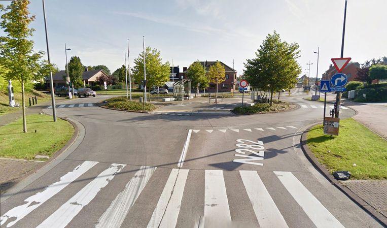"""De vrouw werd aangereden op de """"verwarrende"""" rotonde aan de Joseph Van Den Bosschestraat"""