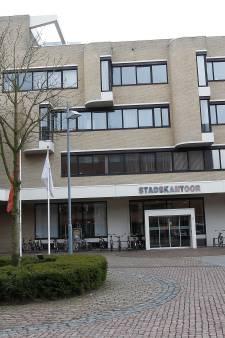 Veel politie bij stadskantoor in Helmond na 'verdacht voorwerp', blijkt thermosfles, politie zoekt dader