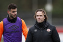 Gaston Pereiro met Boudewijn Zenden, assistent-trainer van PSV.