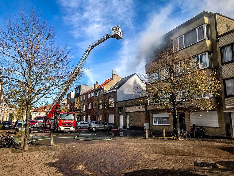 De brand ontstond in de flat van B.D. op de derde verdieping van het gebouw.