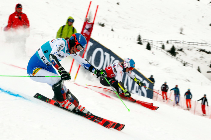 Petra Vlhova (links) en Mikaela Shiffrin in de finale.