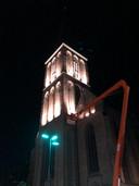 Een eerste test maandagavond met de nieuwe verlichting: de Lambertusbasiliek krijgt een zachtere uitstraling.