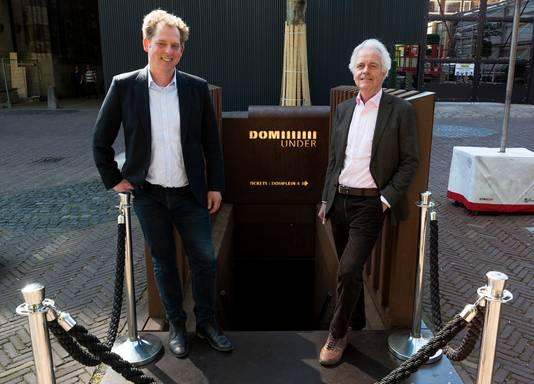Wout de Boer (links) en Theo van Wijk bij de ingang van DOMunder.