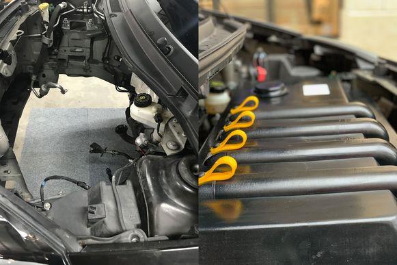 Links het leeggehaalde motorcompartiment van de Twingo, rechts de elektrische aandrijving die daar vervolgens in is geplaatst