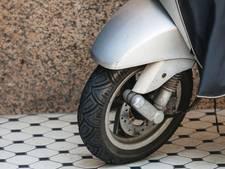 Wapens en drugs aangetroffen bij controle twee jongens (16) op scooter in Breda