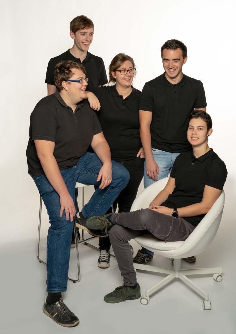 PXL-studenten Ine Vanolst, Lien Teuwen, Christiaan Prévot, Arne Dubois en Kris Teuwen richten de studentenonderneming LithoPic op