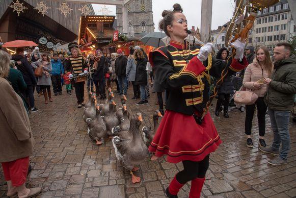 De Ganzenfanfare kreeg heel wat bekijks op de Winterfeesten zondagnamiddag